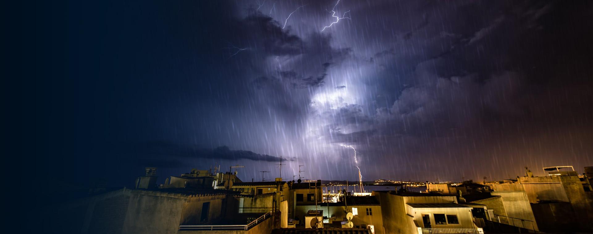 Πλημμύρες και προβλήματα σε όλη τη χώρα - Επελαύνει για 3η νύχτα η κακοκαιρία - Πού θα «χτυπήσει» το Σάββατο