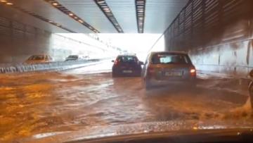 Κακοκαιρία Μπάλλος - Λεωφόρος Κηφισίας: Δείτε βίντεο από την πλημμυρισμένη υπόγεια διάβαση στον Φάρο Ψυχικού