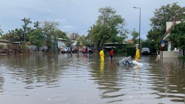 Κακοκαιρία «Μπάλλος»: Πλημμύρισε ο Κολωνός - Εγκλωβίστηκαν αυτοκίνητα στη Νέα Σμύρνη