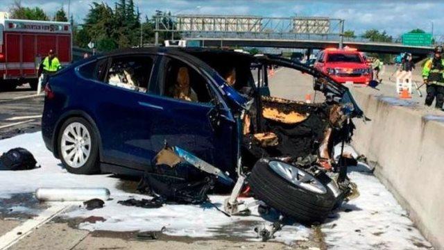 Tesla: Το όχημα που σκοτώθηκε 38χρονος πατέρας βρισκόταν σε κατάσταση Autopilot