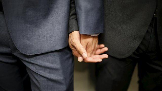 Αντιδρά η Εκκλησία στην αναδοχή παιδιών από ομόφυλα ζευγάρια