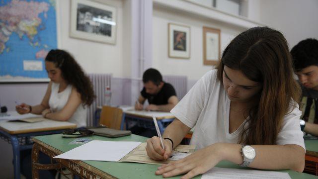 ΟΟΣΑ: Στην Ελλάδα το 99% των μαθητών της Γ' Λυκείου πηγαίνει φροντιστήριο!