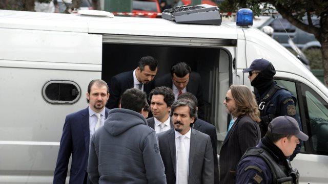 Σάλος στα τουρκικά ΜΜΕ: Μέγα σκάνδαλο η απόφαση του ΣτΕ να αφήσει ελεύθερο έναν από τους 8