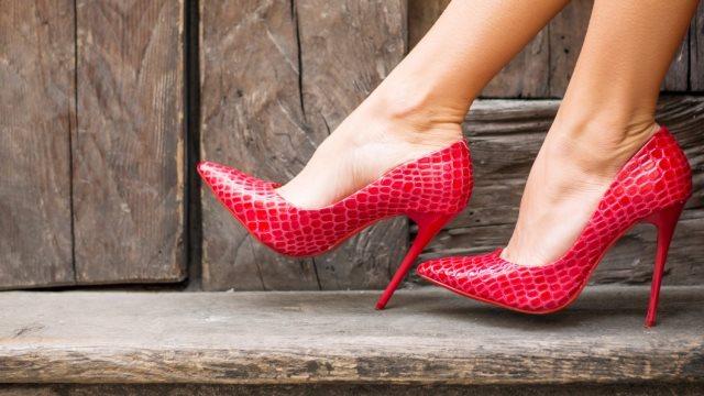 Πάτρα: Της «γυάλισαν» τα παπούτσια, αλλά ξέχασε το… αντικλεπτικό!