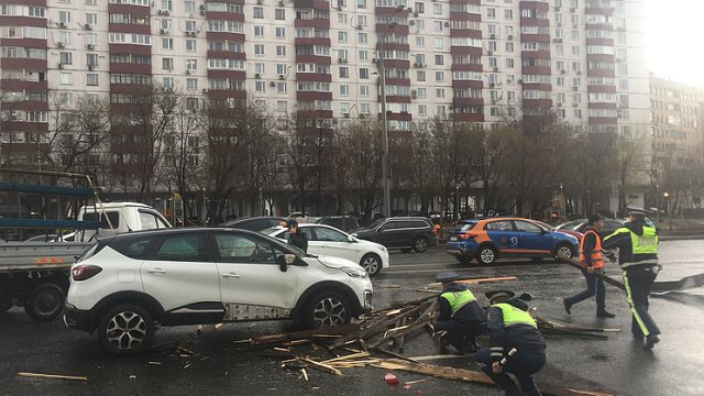 Δύο νεκροί και 12 τραυματίες από σφοδρή καταιγίδα στην περιοχή της Μόσχας