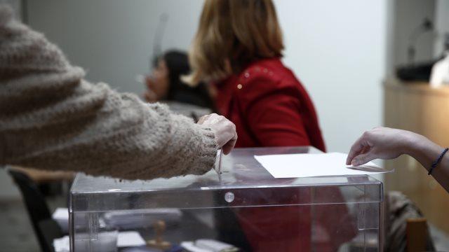 Δημοσκόπηση: Προβάδισμα 13 μονάδων της ΝΔ - Μόνο το 12% εμπιστεύεται τον ΣΥΡΙΖΑ για τα ελληνοτουρκικά