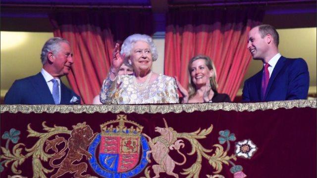 Με τα μεγαλύτερα αστέρια της ποπ γιόρτασε τα 92α γενέθλιά της η βασίλισσα Ελισάβετ