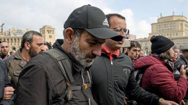 Αρμενία: Ο ηγέτης της αντιπολίτευσης και δύο βουλευτές συνελήφθησαν για οργάνωση παράνομων διαδηλώσεων