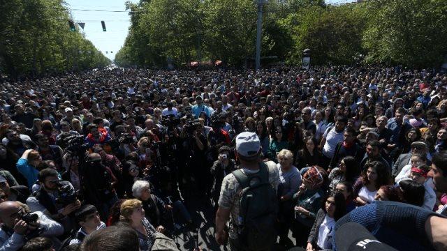Αρμενία: Για δέκατη μέρα συνεχίζονται οι διαδηλώσεις -Συνελήφθη ο ηγέτης της αντιπολίτευσης.