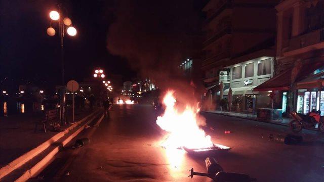 Βίντεο: Σε εμπόλεμη ζώνη μετατράπηκε η προκυμαία Μυτιλήνης