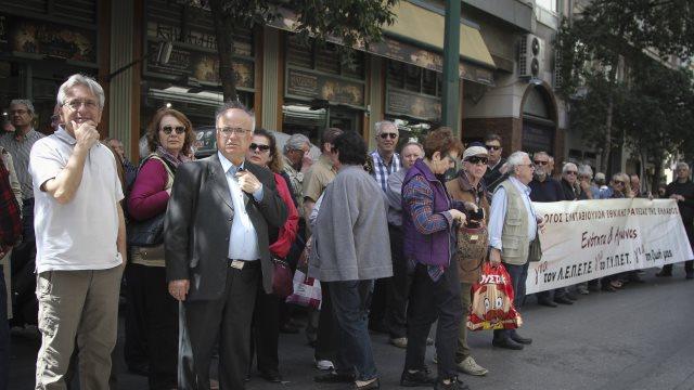 Καψώνια στους συνταξιούχους: Τους βάζουν φόρο στις παράνομες κρατήσεις που τους επέστρεψαν αναδρομικά το 2017