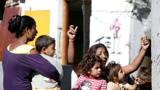 Η Φωτίου βγάζει τους Ρομά από τους καταυλισμούς και τους μεταφέρει σε οικισμούς στις πόλεις!