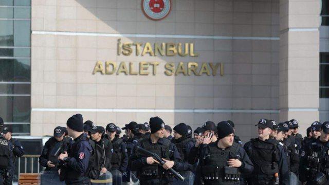 Τουρκία: Την αθώωσή τους από την τουρκική δικαιοσύνη ζητούν οι δημοσιογράφοι της Cumhuriyet
