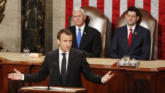 ΗΠΑ: Αμερικανοί γερουσιαστές και βουλευτές «αποθέωσαν» τον Μακρόν στο Κογκρέσο
