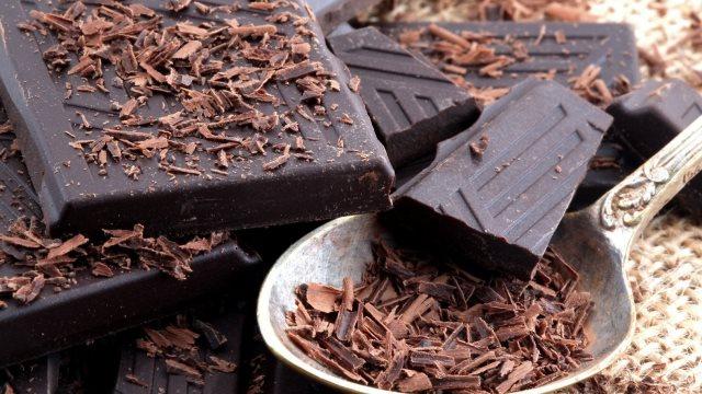 Ανατρεπτική έρευνα: Όσο πιο... σκούρα η σοκολάτα, τόσο το καλύτερο