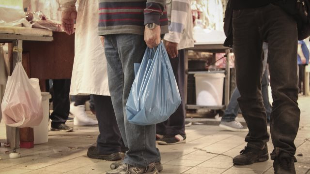 Παράταση μέχρι 31 Μαΐου για την απόδοση του τέλους πλαστικής σακούλας