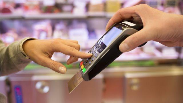 Όλα όσα πρέπει να γνωρίζετε για αφορολόγητο και πλαστικό χρήμα