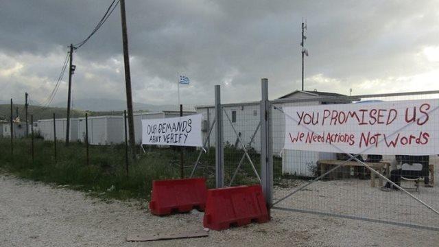 Ιωάννινα: Διαμαρτυρία προσφύγων στον Κατσικά - Έφυγαν οι γιατροί από το Κέντρο Φιλοξενίας