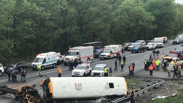 Σύγκρουση σχολικού λεωφορείου με φορτηγό στο Νιου Τζέρσι - Φόβοι για πολλά θύματα
