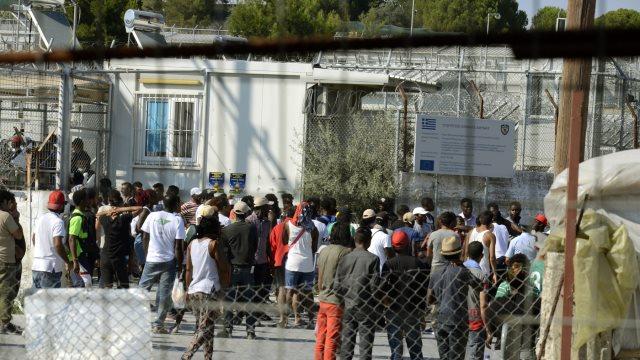 Λέσβος: «Ανεξέλεγκτες» 114 ΜΚΟ και με 7.356 εθελοντές για το προσφυγικό