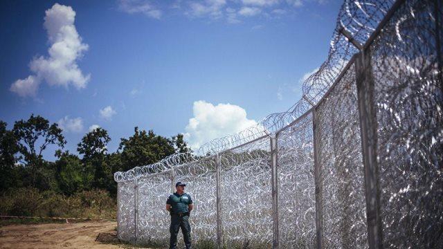 Το Μαυροβούνιο υψώνει φράχτη για τους πρόσφυγες στα σύνορα με την Αλβανία