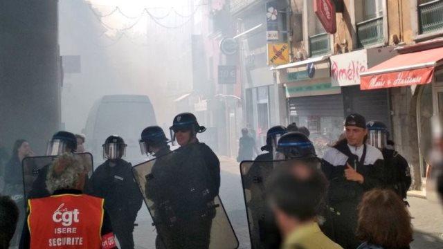 Γαλλία: Επεισόδια, κουκουλοφόροι και προσαγωγές σε διαδηλώσεις στο Παρίσι