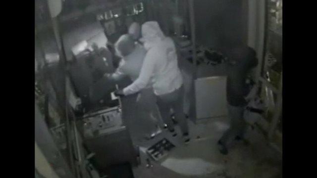 Πειραιάς: Λήστεψαν δεύτερη φορά το ίδιο κοσμηματοπωλείο - «Πάνε οι κόποι μιας ζωής», λέει ο ιδιοκτήτης