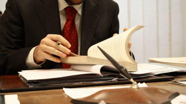 Συνταξιούχοι: Πώς θα γλιτώσετε τη μείωση της σύνταξης εάν εργάζεστε
