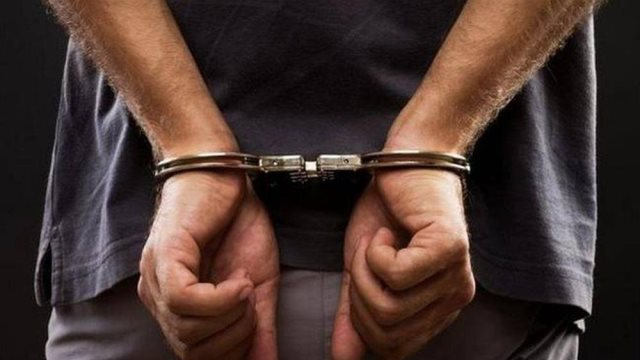 Άνδρος: Τον έπιασαν με όπλο και ναρκωτικά και εξιχνίασαν κλοπές