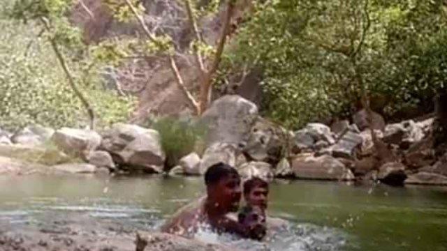 Βίντεο σοκ: Ινδοί καταγράφουν κατά λάθος τον πνιγμό τους!