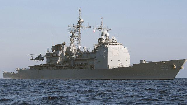 Πιάνει λιμάνι στη Σαντορίνη το USS Normandy