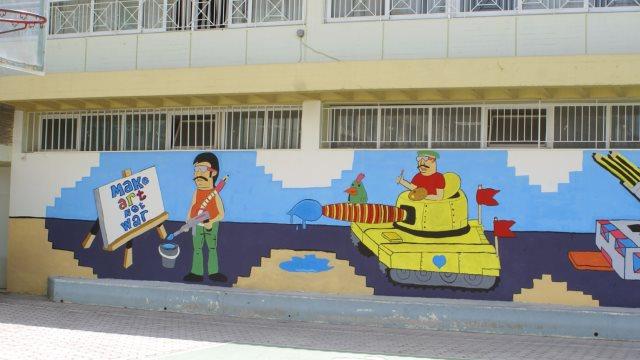 Πολύχρωμα γκράφιτι υπέρ της ειρήνης από τους μαθητές του 3ου Γυμνασίου Συκεών