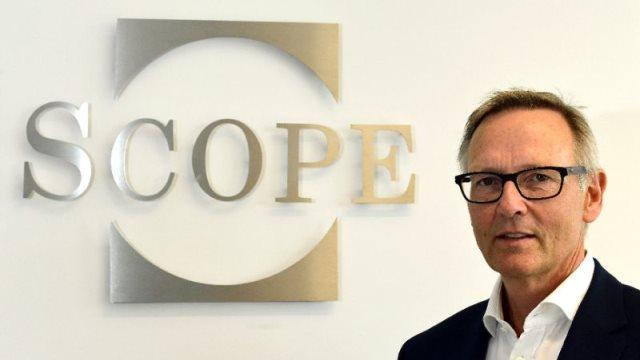Οίκος Scope Ratings: Ενισχύονται οι πιστωτικές προοπτικές της χώρας