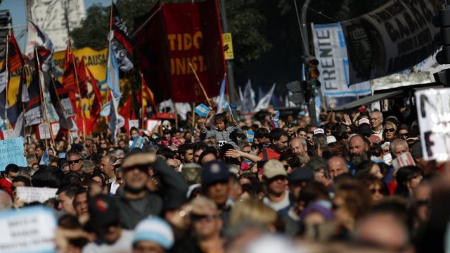 Λαϊκός ξεσηκωμός στην Αργεντινή: «Όχι» στο ΔΝΤ από χιλιάδες πολίτες!