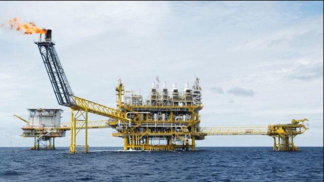 «Βουτιά» 4% στην τιμή του αργού πετρελαίου