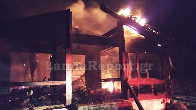 Αποτέλεσμα εικόνας για Στις φλόγες ξύλινο συγκρότημα κατοικιών