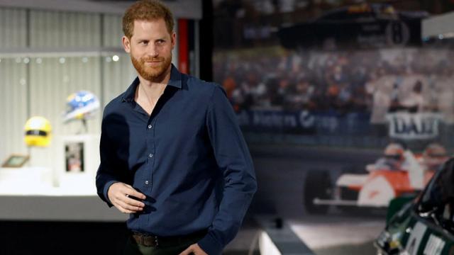 Πρίγκιπας Χάρι: Θα πάρει 40 εκατ. δολάρια για να γράψει τέσσερα βιβλία με  τα «άπλυτα» της βασιλικής οικογένειας