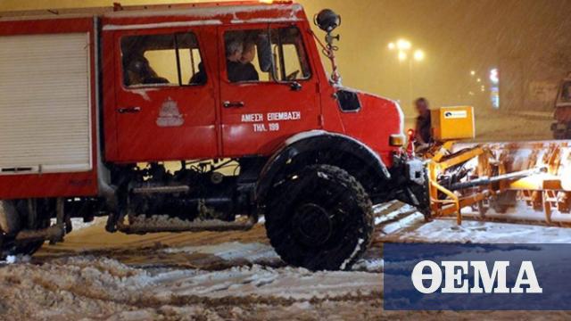 Δέκα άτομα εγκλωβίστηκαν στα οχήματα τους σε Διόνυσο, Παιανία και Ριτσώνα