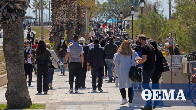 Σάββατο στα μαγαζιά, Κυριακή στην παραλία οι Αθηναίοι – Δείτε φωτογραφίες και βίντεο