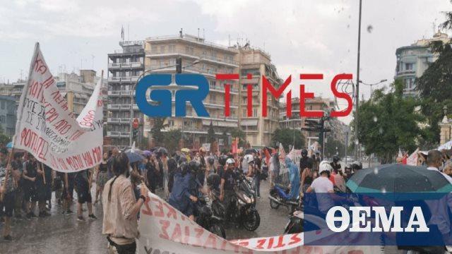 Υπό καταρρακτώδη βροχή ολοκληρώθηκαν οι απεργιακές κινητοποιήσεις