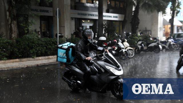 Κίνηση στους δρόμους: Mποτιλιάρισμα με καταιγίδες σε όλη την Αθήνα – Ουρά χιλιομέτρων στην Αθηνών