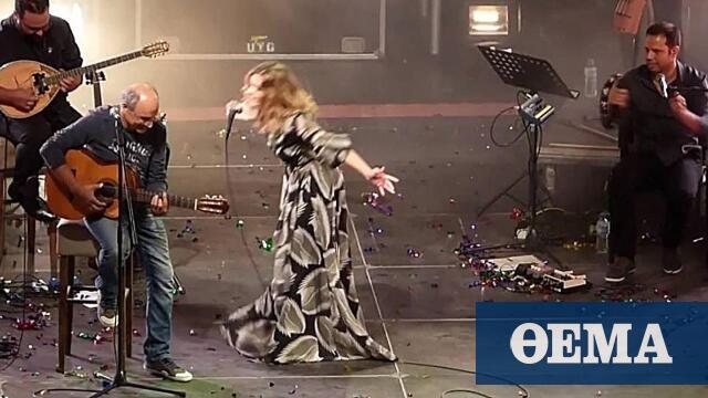 Νατάσσα Μποφίλιου: Ανέβασε στη σκηνή τον μπαμπά της και μαζί τραγούδησαν Θεοδωράκη