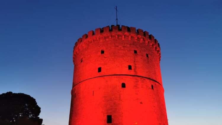 Θεσσαλονίκη: Στα κόκκινα ο Λευκός Πύργος για την Παγκόσμια Ημέρα Καρδιάς - Δείτε φωτογραφίες