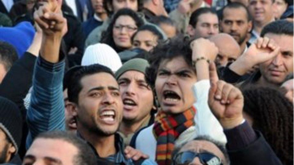 Συνεχίζουν τις διαδηλώσεις στην Τυνησία