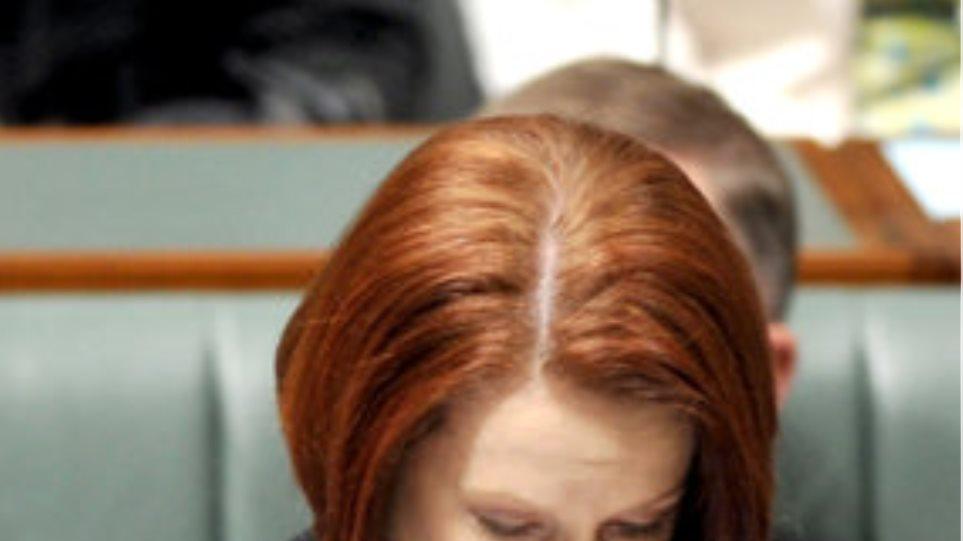 «Εσπασε» μέσα στη Βουλή η Αυστραλή πρωθυπουργός