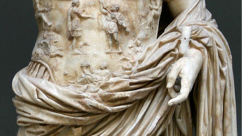 """""""Στο φως"""" έξι σπάνια μαρμάρινα γλυπτά του 3ου αιώνα μ.Χ."""
