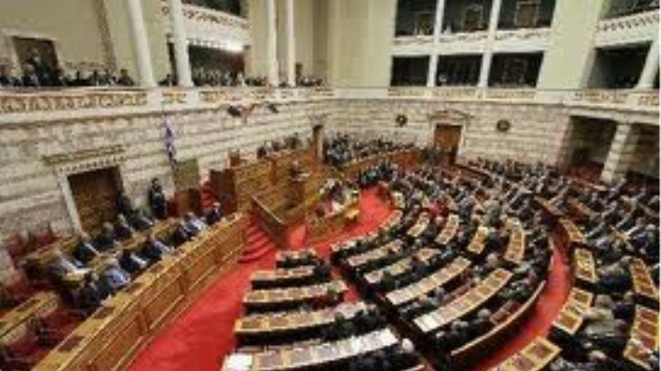 Πολιτική διαμάχη στη Βουλή για μια…καθηγήτρια