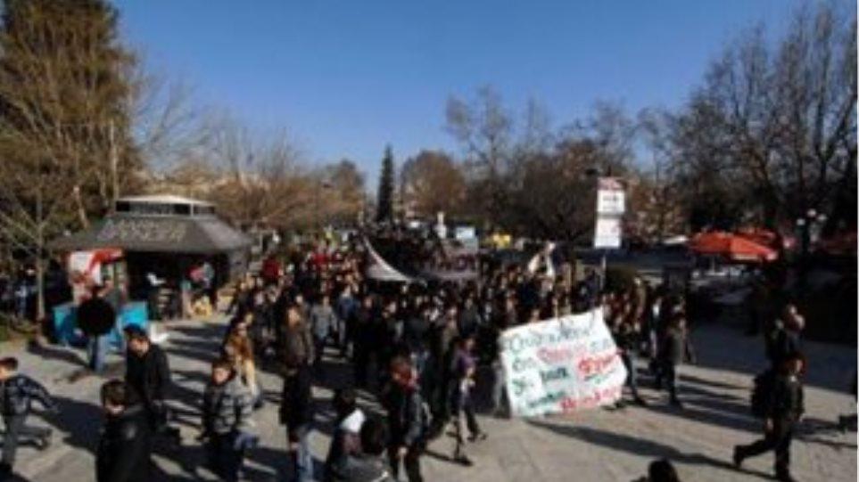 Πορεία μαθητών στα Τρίκαλα