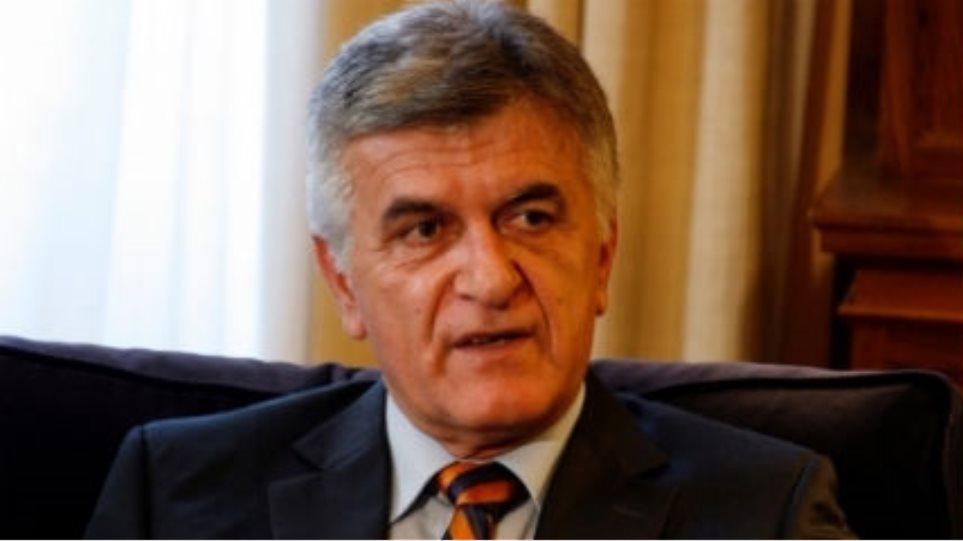 Μείωση της βουλευτικής αποζημίωσης ζητά ο Πετσάλνικος