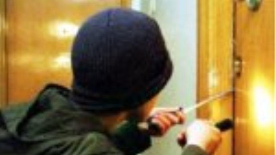 Άμφισσα: Έκλεψαν χρυσαφικά από σπίτι